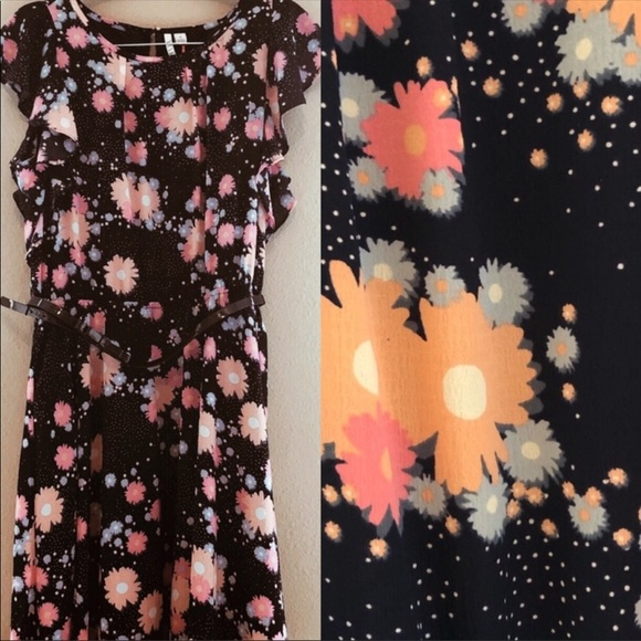 Elle Dresses & Skirts - NWOT Elle Flutter Sleeve Daisies Dress 16